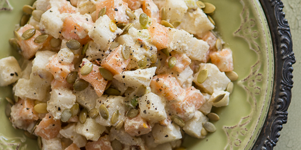 Salata cu jicama, pepene galben si dressing cu castraveti