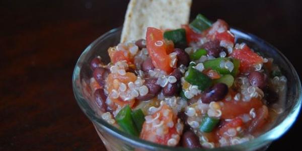 Salata proaspata cu fasole si quinoa